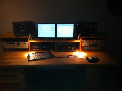 dubshelter new desk